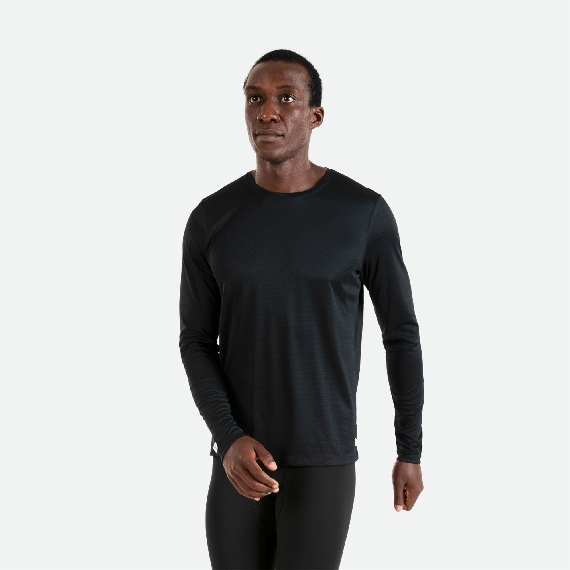 Our Pressio men's black Hāpai long sleeve t-shirt features EcoTECH MF fabric which has dual filament recycled polyester yarns from Unifi for superior moisture control to keep you dry.