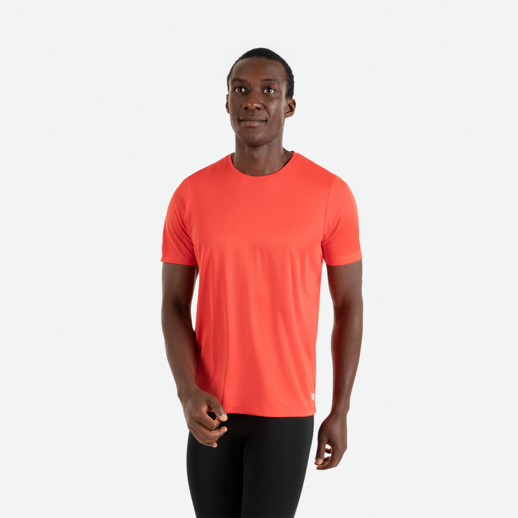 Our Pressio men's red Hāpai short sleeve t-shirt features EcoTECH MF fabric which has dual filament recycled polyester yarns from Unifi for superior moisture control to keep you dry.