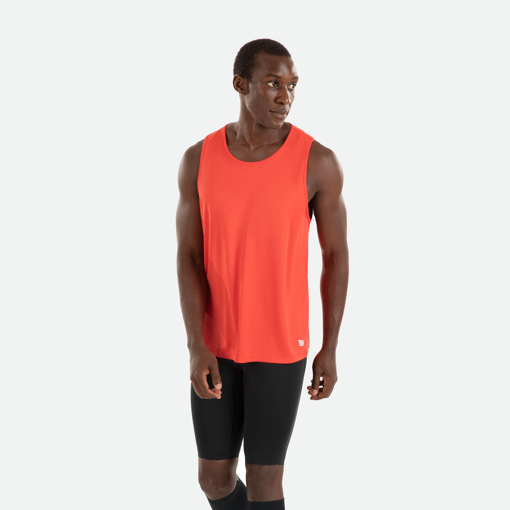 Our Pressio men's red Hāpai singlet features EcoTECH MF fabric which has dual filament recycled polyester yarns from Unifi for superior moisture control to keep you dry.