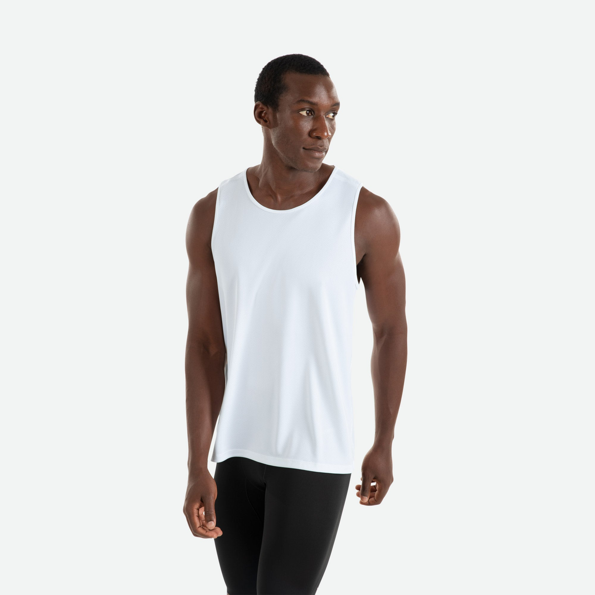 Our Pressio men's white Hāpai singlet features EcoTECH MF fabric which has dual filament recycled polyester yarns from Unifi for superior moisture control to keep you dry.