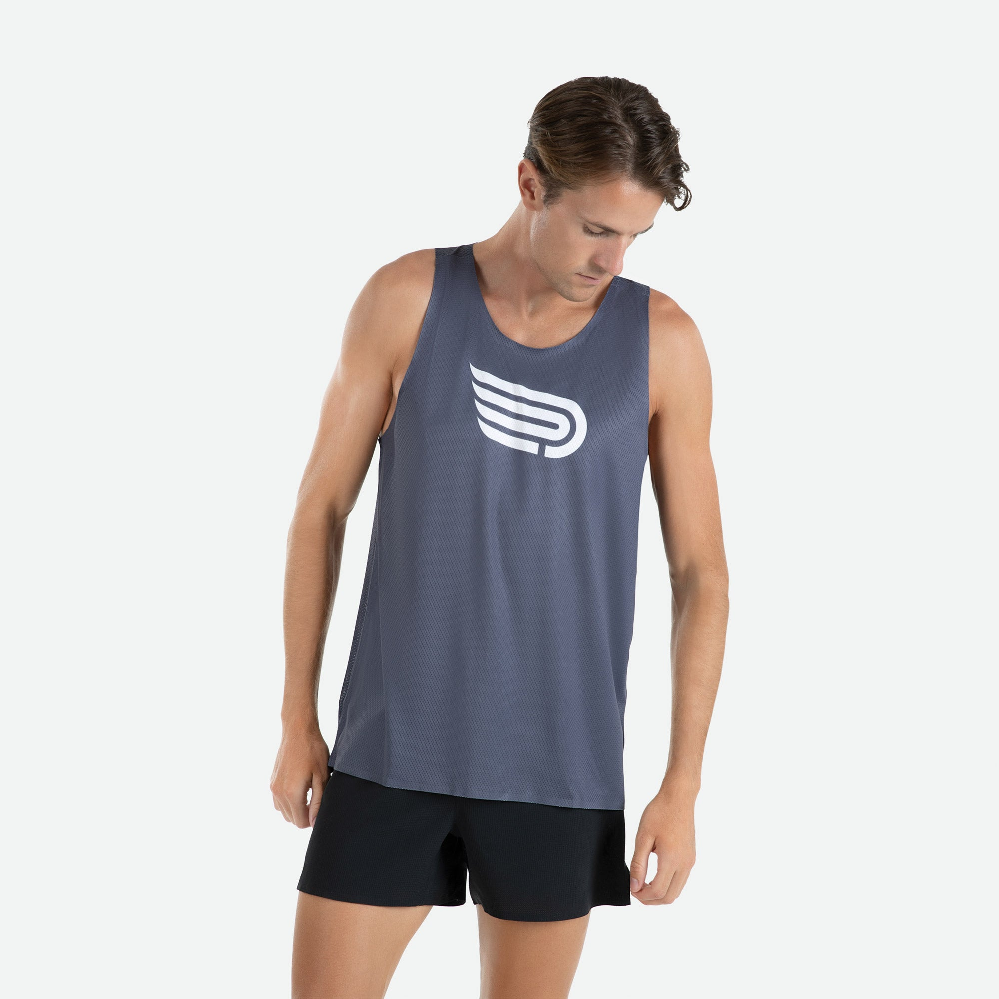 Singlet men's Pressio Ārahi dark grey/white constructed of high filament mechanical knit fabric for unrestricted freedom of movement, enhanced comfort, and optimal hand feel.