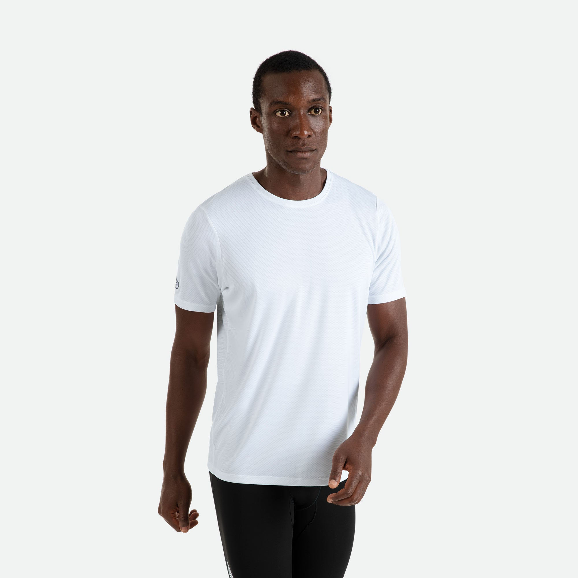 Our Pressio men's white Hāpai short sleeve t-shirt features EcoTECH MF fabric which has dual filament recycled polyester yarns from Unifi for superior moisture control to keep you dry.