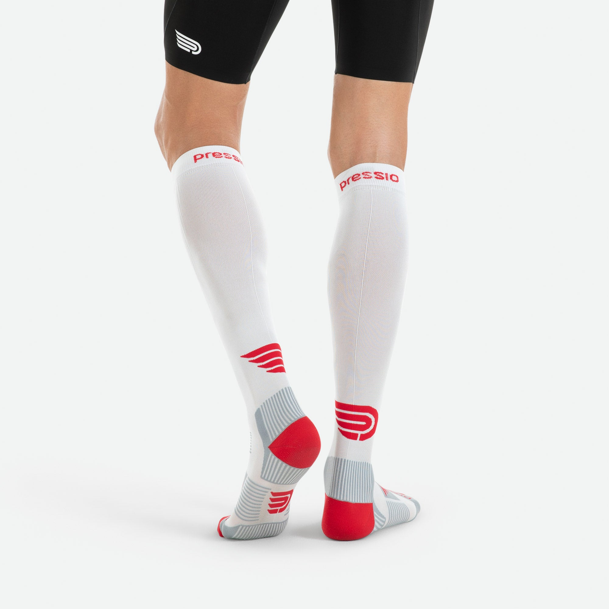 Our Pressio white compression socks are made of Econyl recycled nylon 6.6 yarns which are derived from recovered fishing nets, pre-and-post fabric offcuts, and disused carpets.