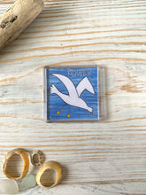 Load image into Gallery viewer, Fridge magnet depicting seagull in flight