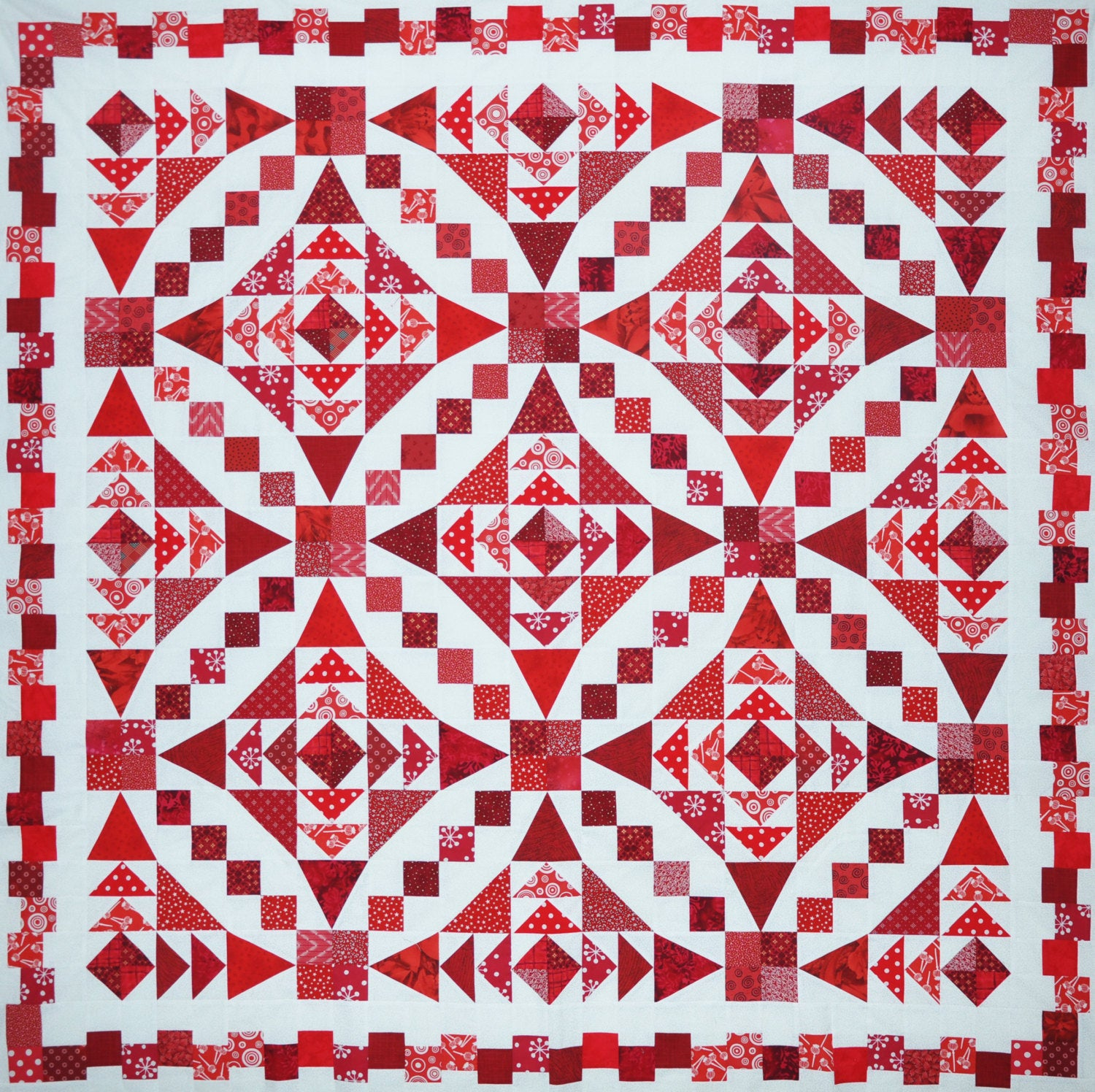 Straight Round the Bend - Quilt Pattern with the  illusion of curves