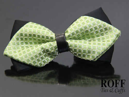 Pointed Tips Checker Bow Tie