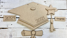 Load image into Gallery viewer, Graduation Cap Craft Kit