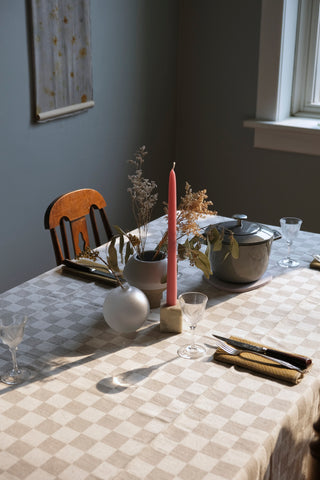 Evening table with linen textiles
