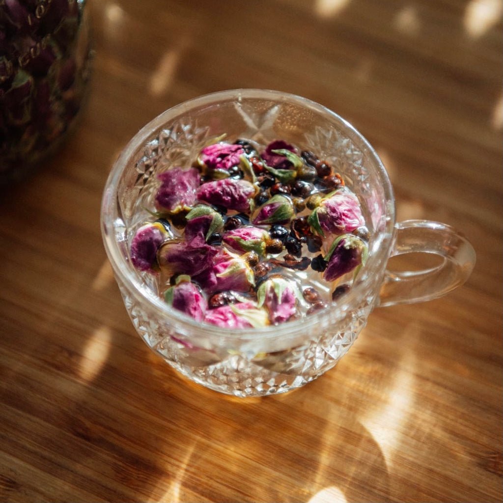Rose and Schisandra Tea for Women's Health | 玫瑰五味子饮