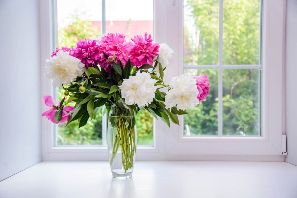 HOW TO MAKE FRESH FLOWERS LOOK THEIR BEST