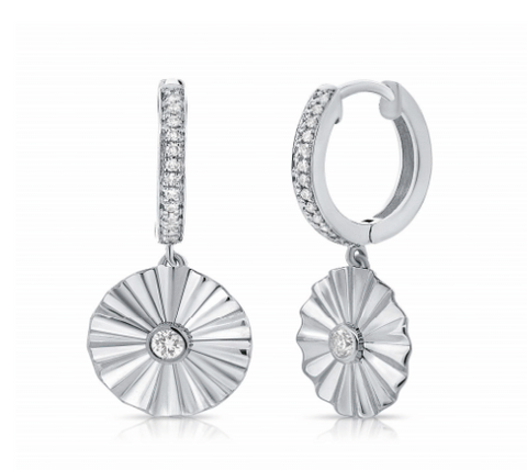 FLUTED DISK EARRING WITH DIAMOND CENTER