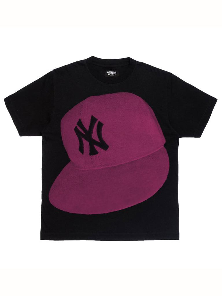 PHOTOGRAPH OF NEW YORK YANKEES CAP T-SHIRT