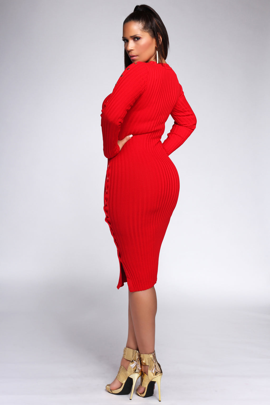 Hannah Ribbed Long Sleeves Button Embellished Dress in Red