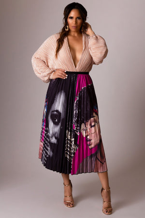 Kehlani Lady Graffiti Cartoon Printed Elastic Waist A-Line Pleated Skirt in Fuchsia