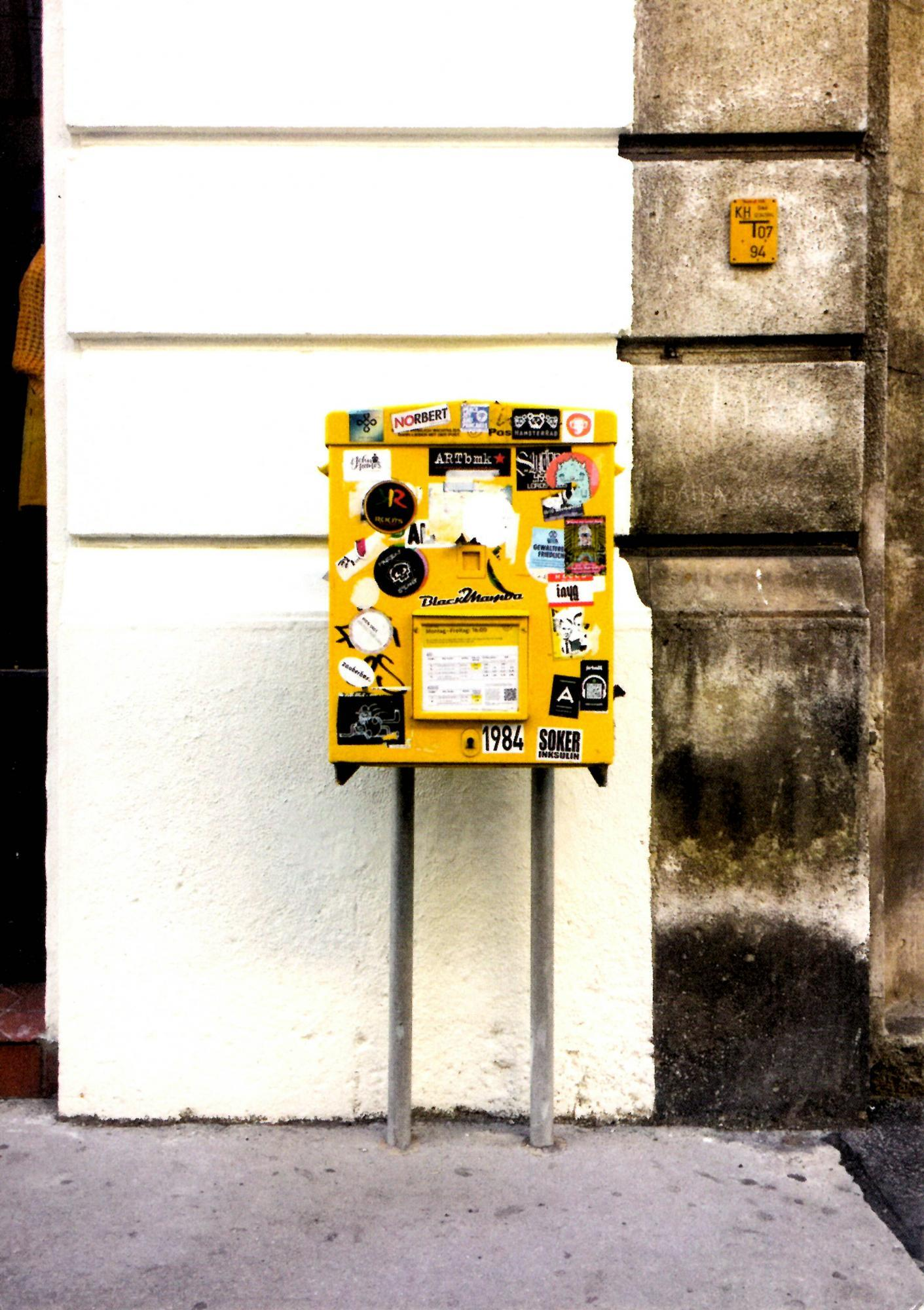 Jonathan Monk, »Picture Post Card Posted From Post Box Pictured (Vienna)«, 2020