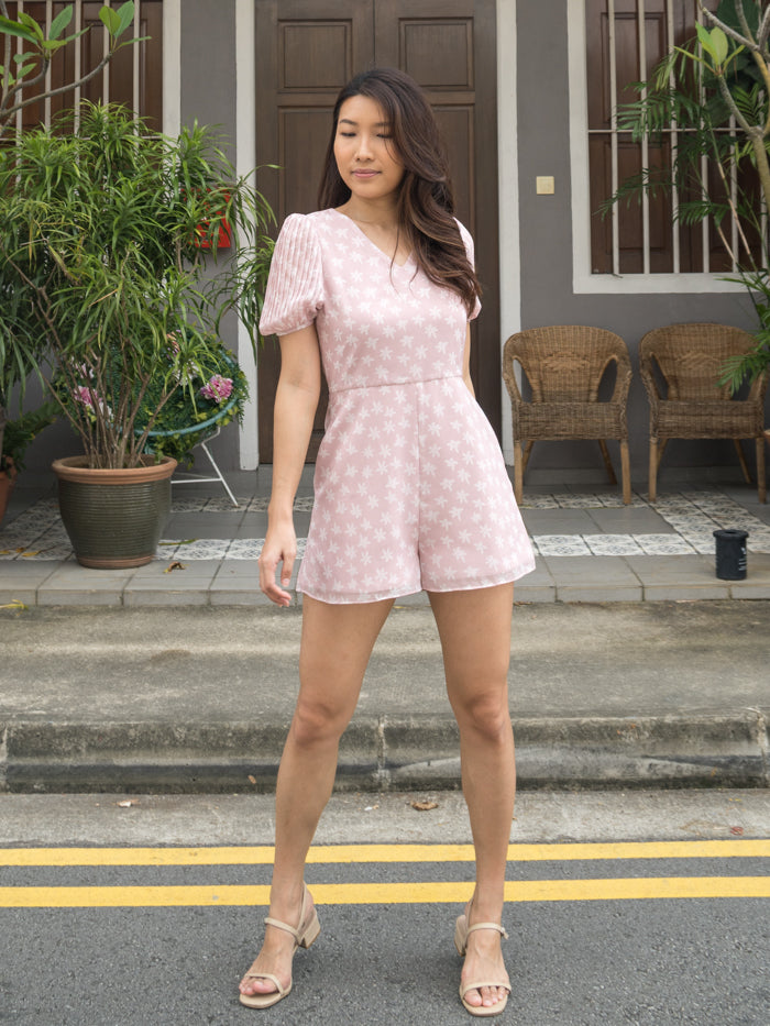 MADEBYTDA DAISY PLEATED ROMPER (PINK)