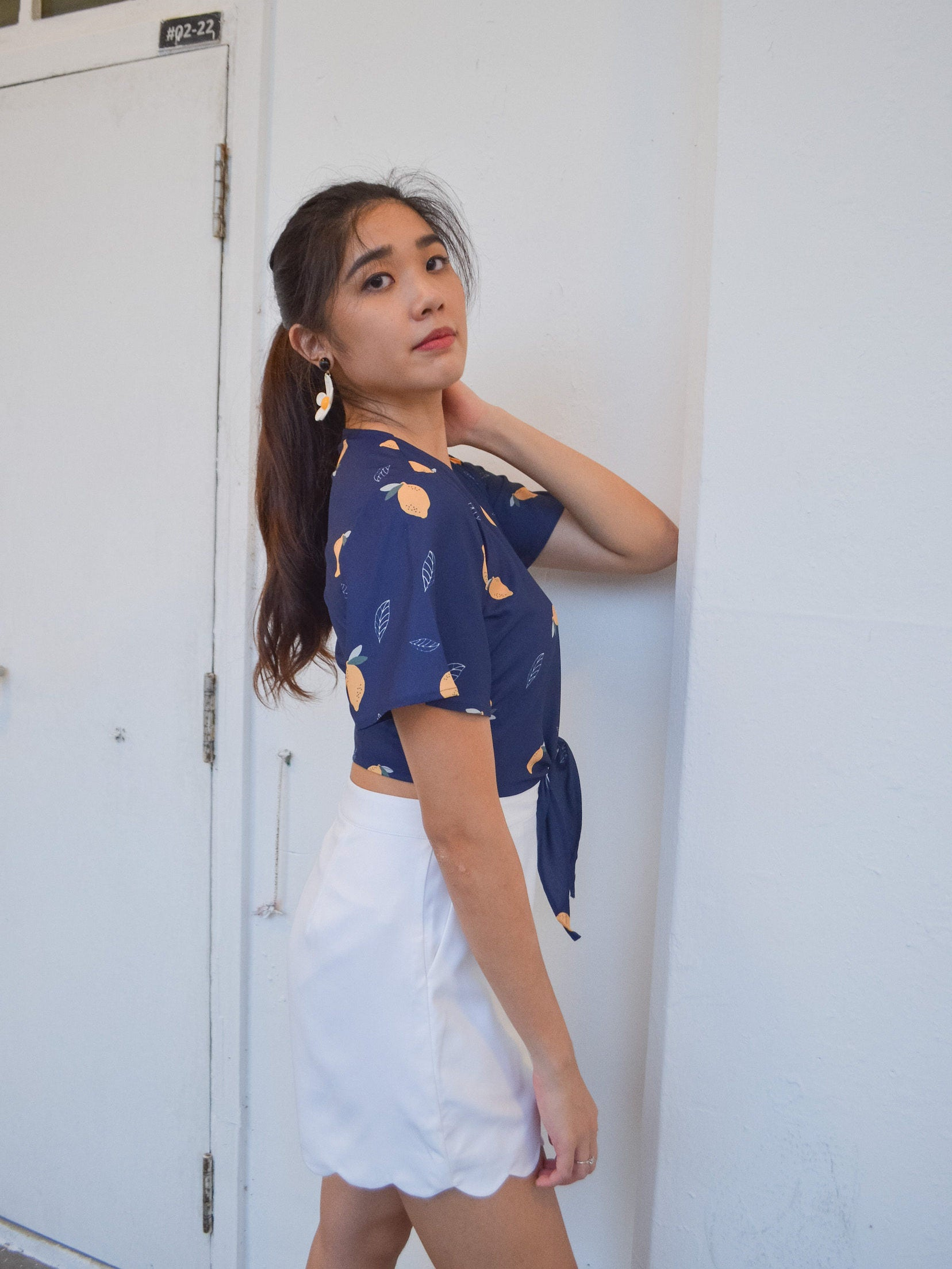 LIMONE TIE CROP TOP (NAVY)