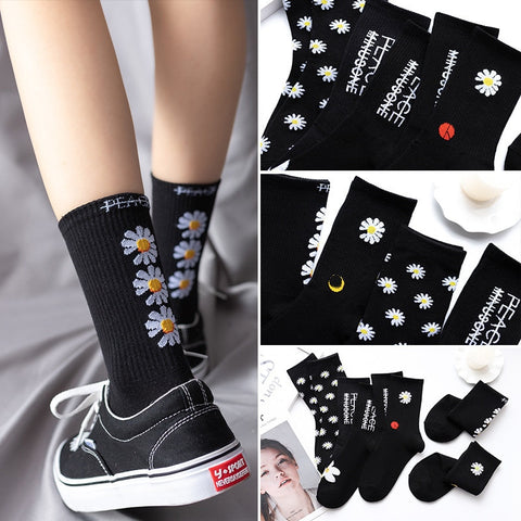 Women Korea Funny Socks Long Socks Black Cool Socks Harajuku GD Hip Hop Cotton Skateboard Socks Men New Trend Daisy Socks Men