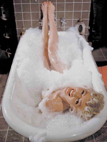 "Scene from the film ""the seven year itch"" where Marylin Monroe is in the bath"