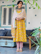 Load image into Gallery viewer, Yellow Hand Blocked Kurta Pant Set