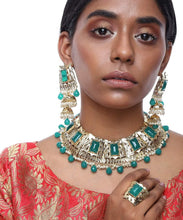 Load image into Gallery viewer, Emerald Neckpiece with Earrings and Ring
