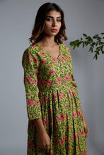 Load image into Gallery viewer, Green Bageecha Cape with White Pants