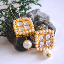 Load image into Gallery viewer, Kundan Karigiri Earrings