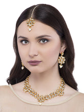 Load image into Gallery viewer, Kundan Studded Jewellery Set