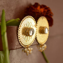 Load image into Gallery viewer, Round Kundan Earring - The Wedding Brigade