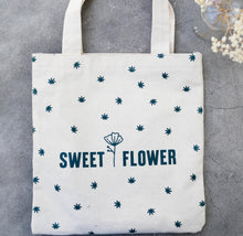 Load image into Gallery viewer, Sweet Flower Small Tote