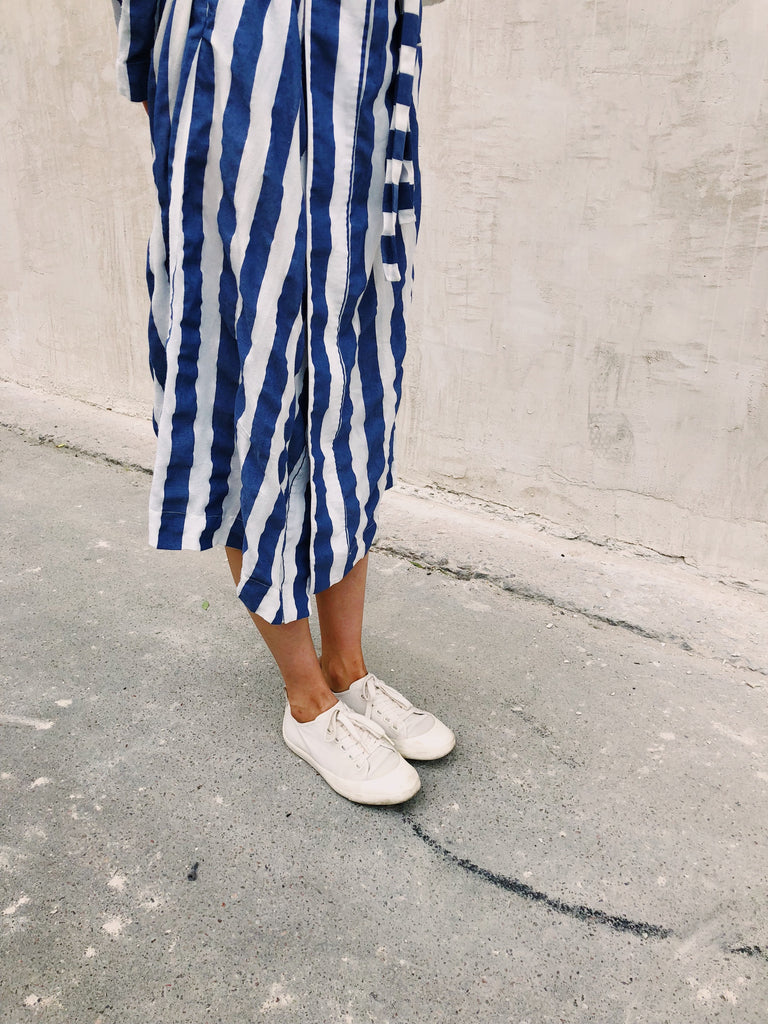 Spring Outfit Ideas that Work with White Sneakers