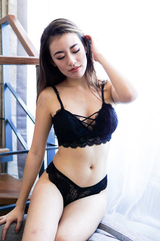 Criss Cross Lace Hem Bralette (Black)