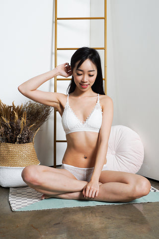 Alia Triangle Lace Bralette (White)