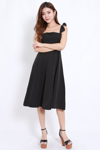 Flutter Sleeve A Line Dress (Black)