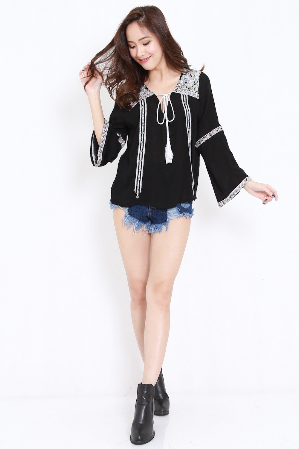 Long Sleeves Embroidery Top (Black)