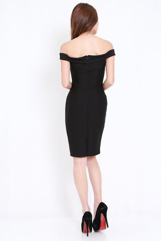 *PREMIUM* Sweetheart Off Shoulder Midi Dress (Black)