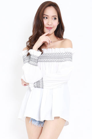 Ruffle Embroidery Offsie (White)