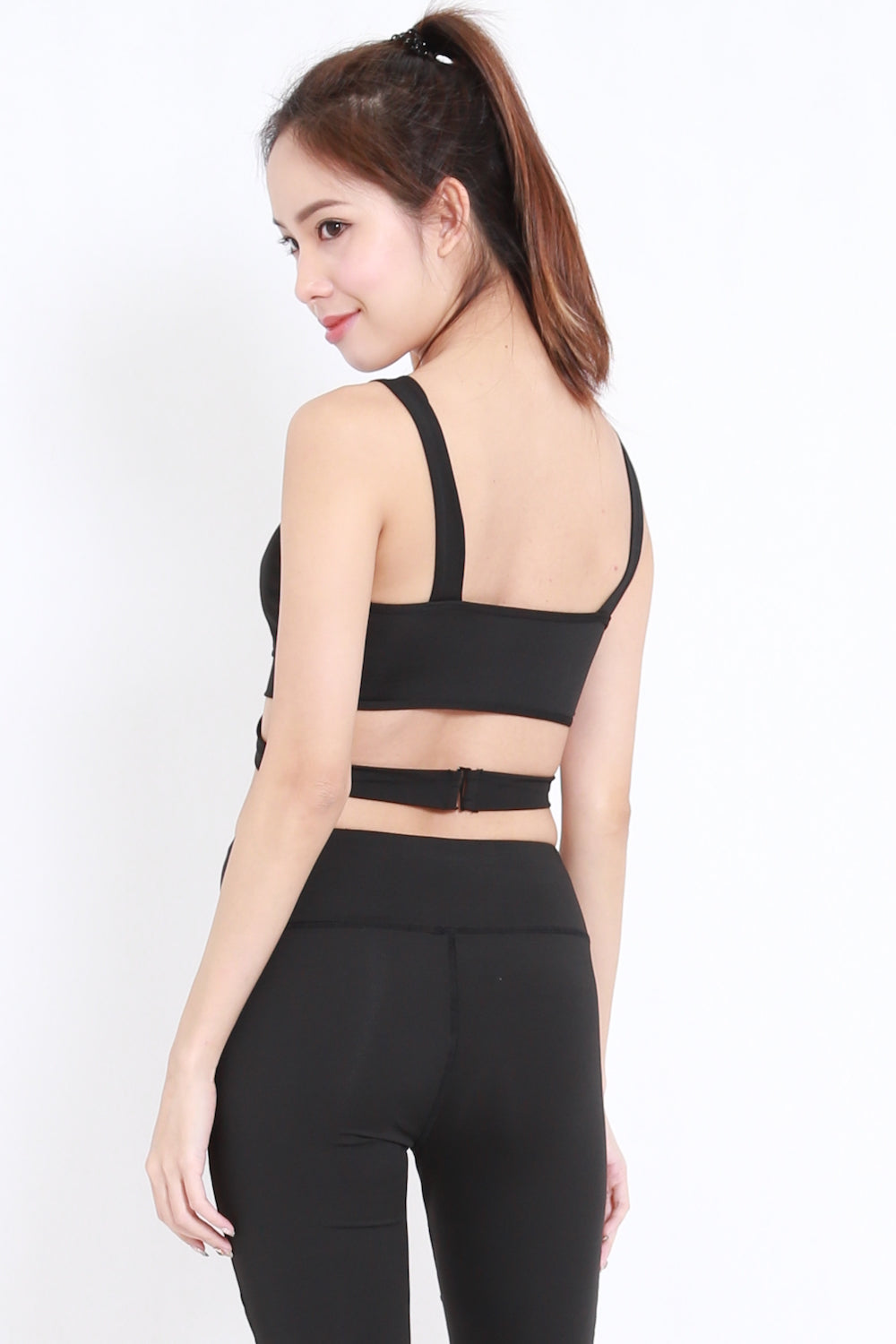 Side Cutout Sports Bra (Black)