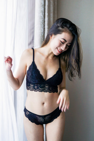 Triangle Lace Hem Bralette (Black)