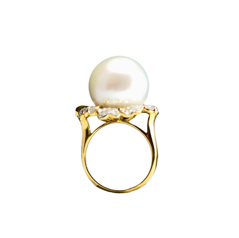 South sea pearl ring set in 18k yellow gold with 138 diamond 0.841ct