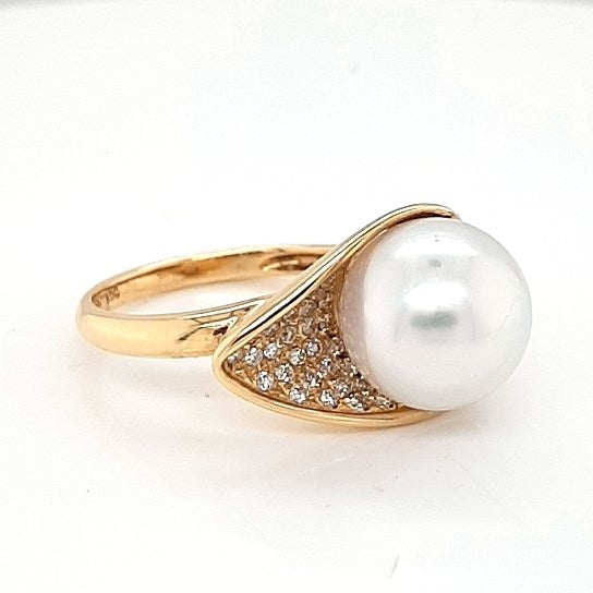 South Sea Pearl Ring set in 14K Yellow Gold   31x Diamond 0.22Ct 9mm
