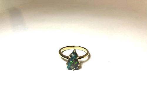 Boulder Opal Ring set in 14K Yellow Gold 1.9Ct