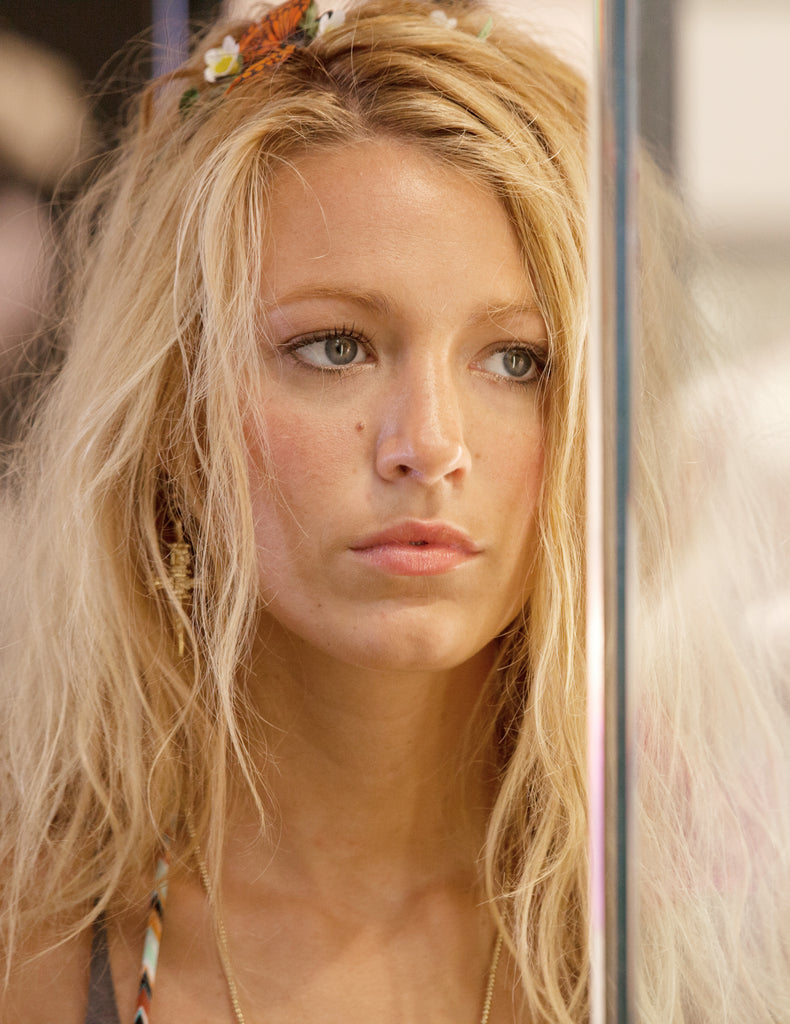 Blake Lively wearing Jenny Dayco jewelry in Savages