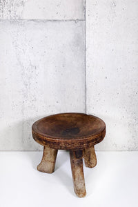 AFRICAN MILKING STOOL 005