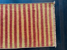 Load image into Gallery viewer, Vintage Turkish Rug, 17.5 in x 36.5 in