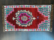 Load image into Gallery viewer, Vintage Turkish Rug, 18.75 in x 34.5 in