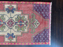 Load image into Gallery viewer, Vintage Turkish Rug, 19in x 35.5 in