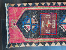 Load image into Gallery viewer, Vintage Turkish Rug, 18 in x 37 in