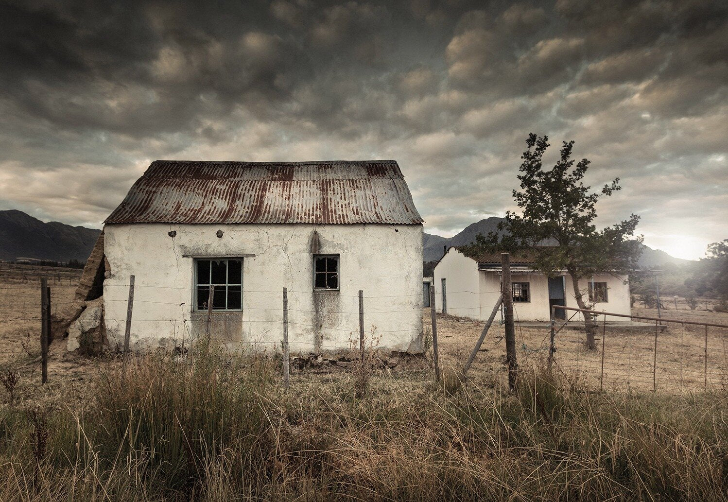 An old farmhouse photographed by Martin Osner for his Abandoned collection