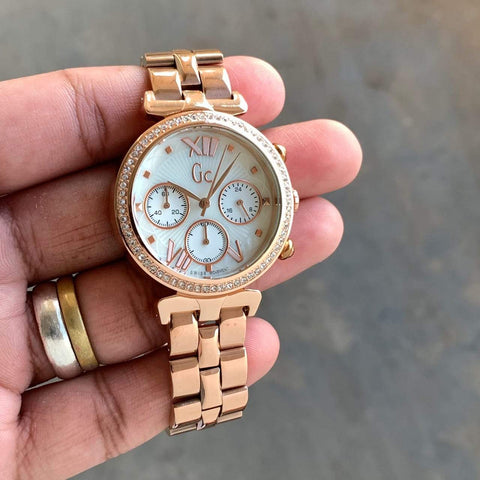 GUESS CHRONOGRAPH WOMEN WATCH.